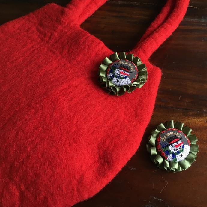 スノーマンスマイル刺繍ロゼットブローチ48フェルト-01