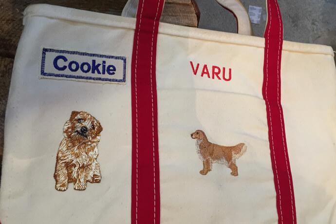 ペットのイラストとネーム刺繍を施したバッグ