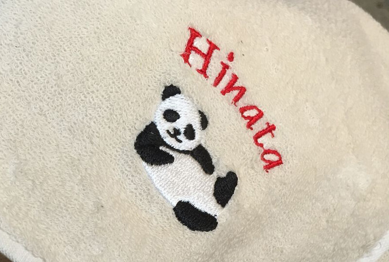 寝パンダと一緒に刺繍した名前入りハンカチ