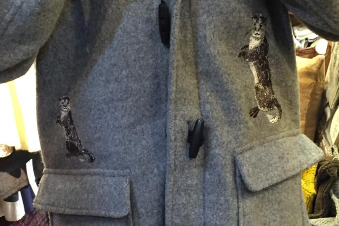 ダッフルコートへのオーダーメイドの刺繍図案の直刺繍