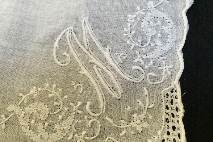 ヴェネツィアン刺繍のウェディングハンカチ