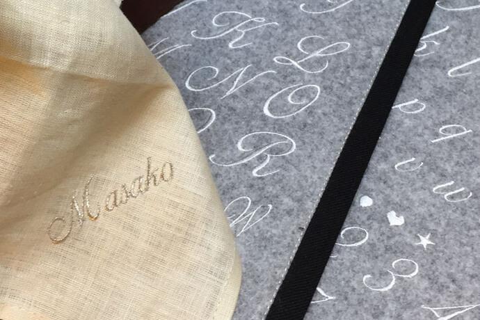 アルファベットのイニシャル刺繍とフォント見本帳