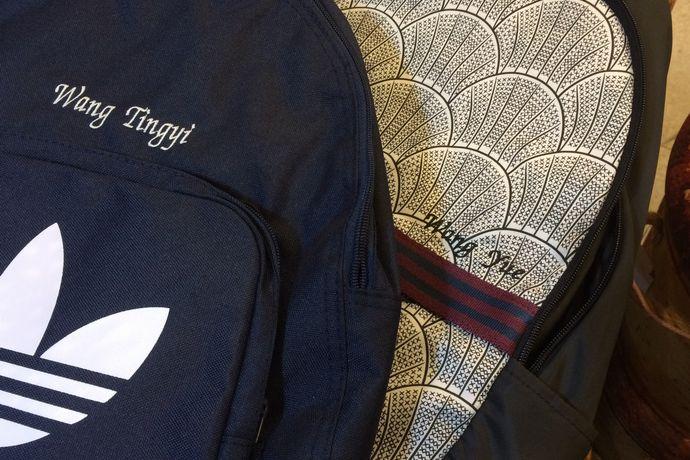 アディダスのバッグに名前を刺繍したサンプル