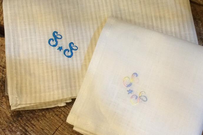 S.Sと名入れしたネーム刺繍のハンカチ