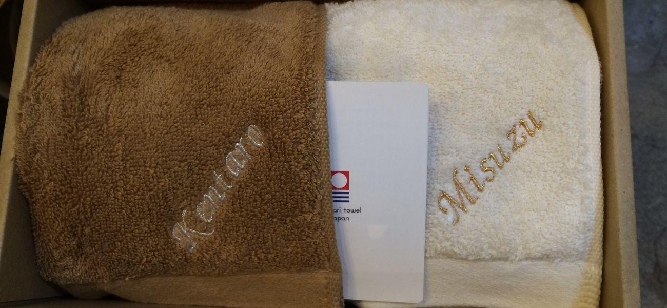 アルファベットで名前を入れたネーム刺繍タオルのギフトボックス