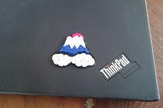 ThinkPadに富士山の刺繍ステッカーを貼ってみる