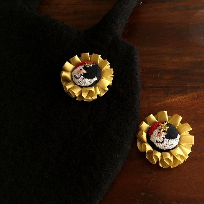 サンタムーン刺繍のロゼットフェルトバックアップ