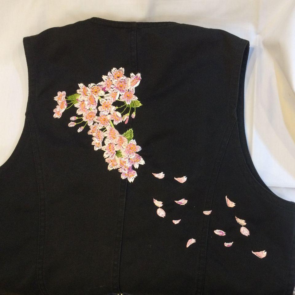 桜刺繍ベスト全体