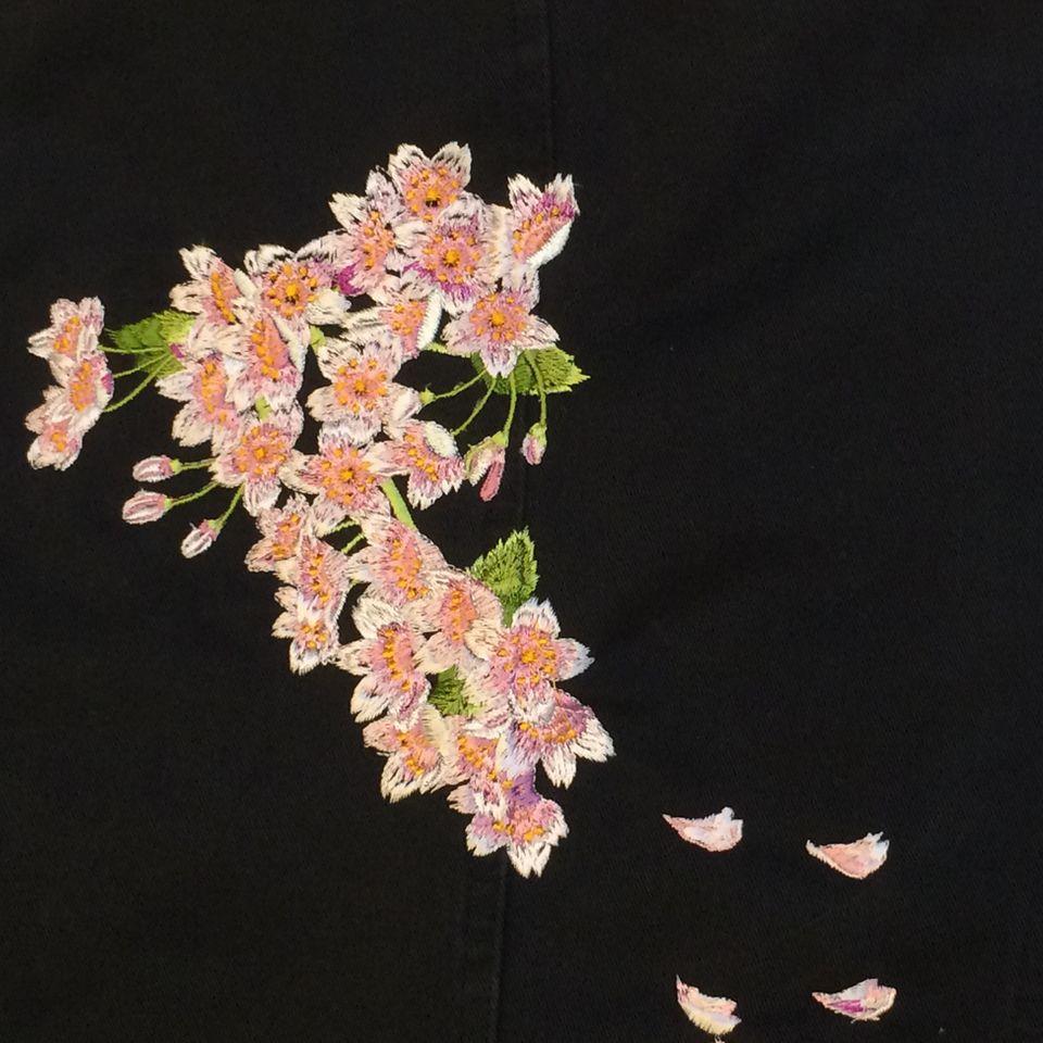 桜刺繍アップ