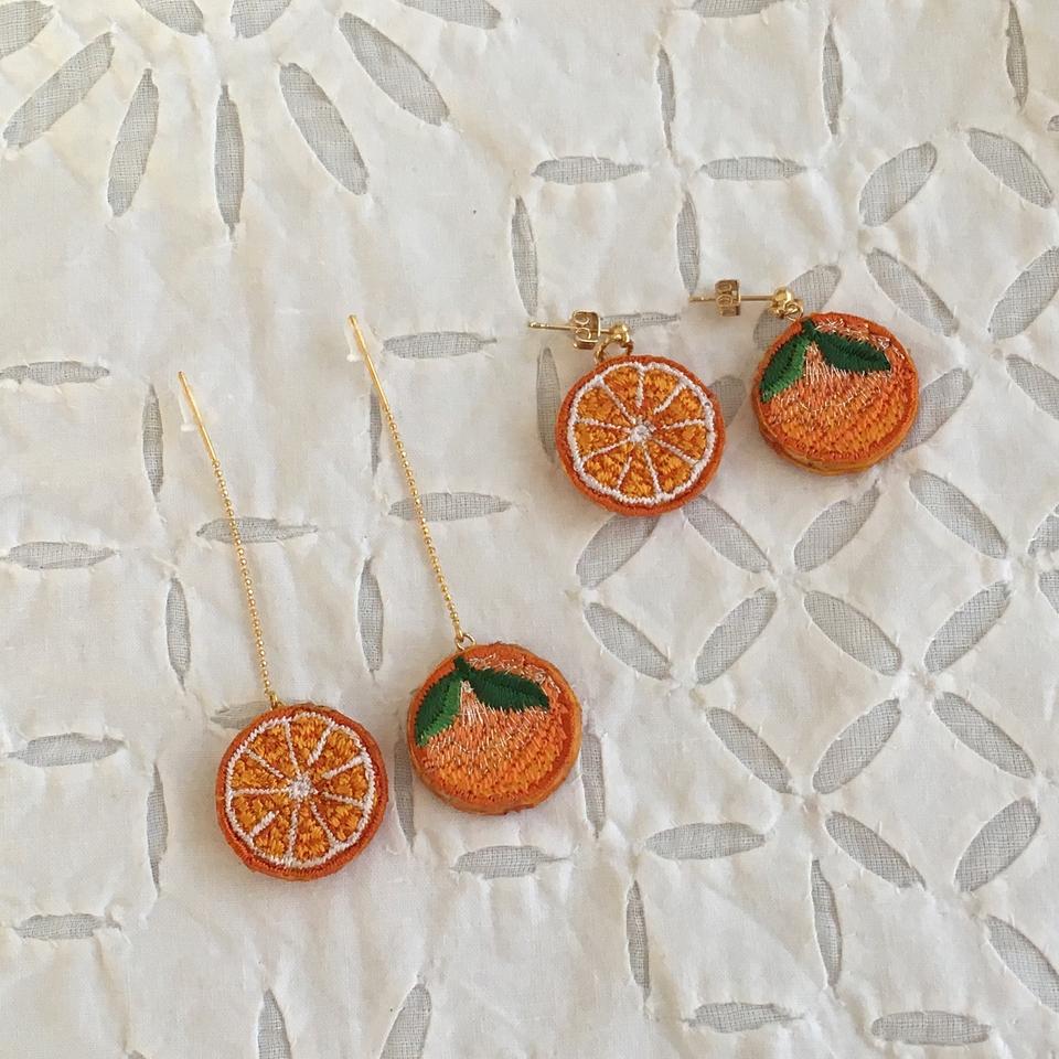 オレンジ刺繍ピアス2種2