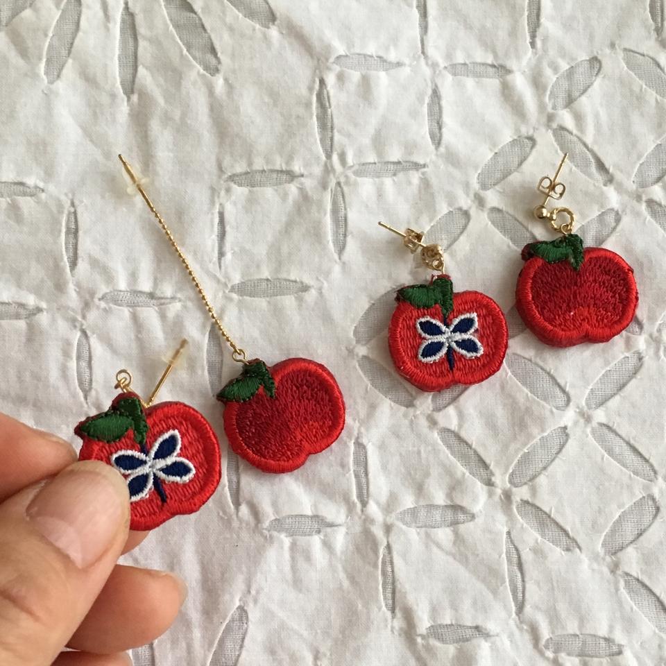 りんご刺繍ピアスハンド