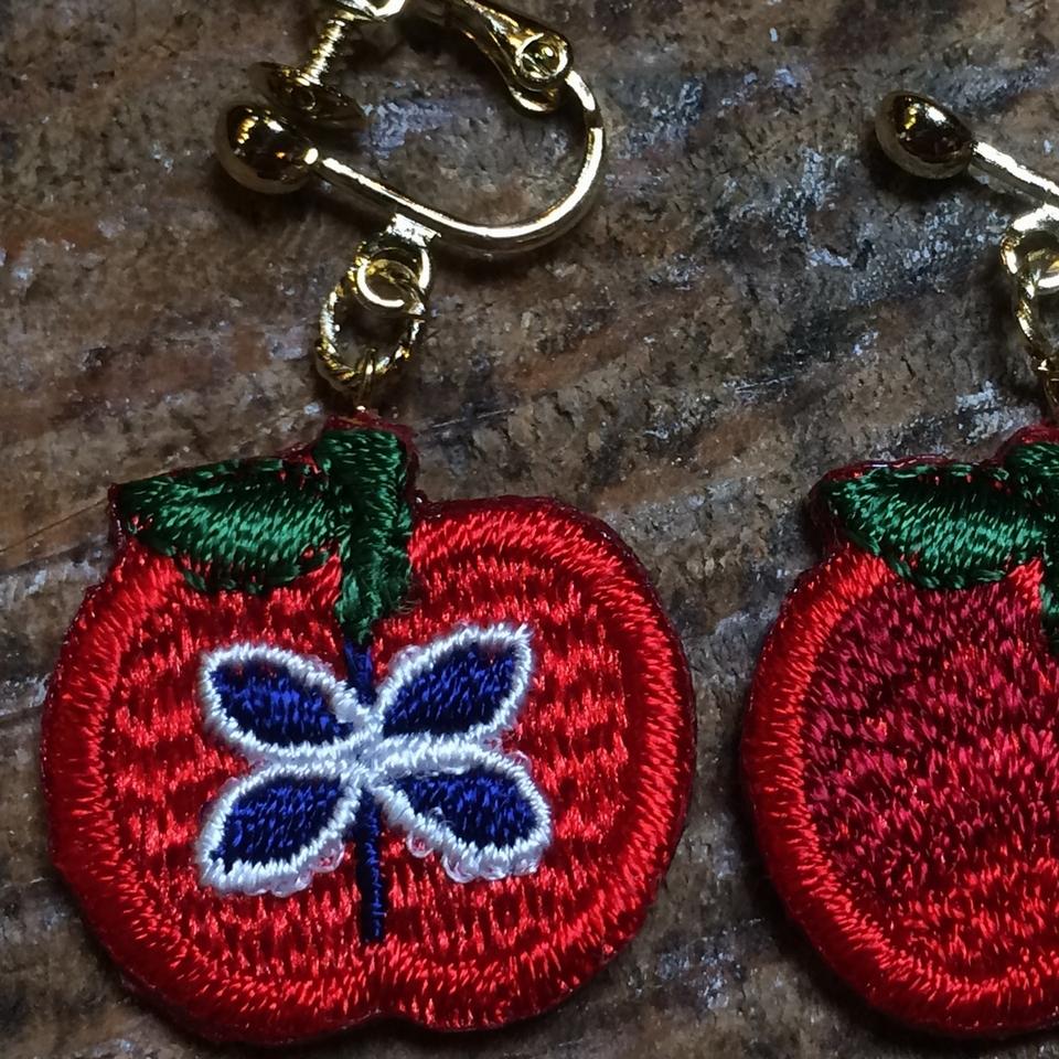 りんご刺繍イヤリングアップ