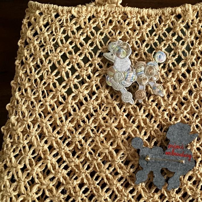 プードル刺繍ブローチWHマクラメ