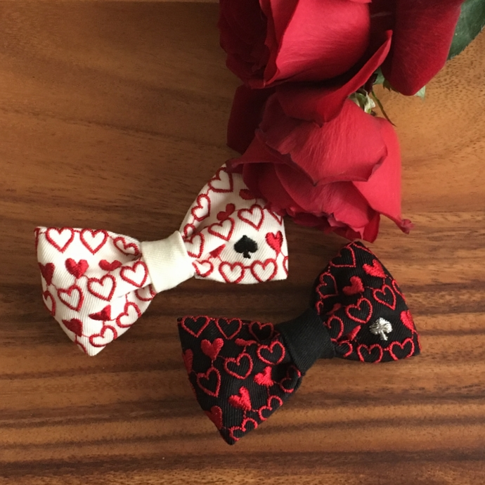 刺繍の蝶ネクタイ/トランプカード黒白バラ