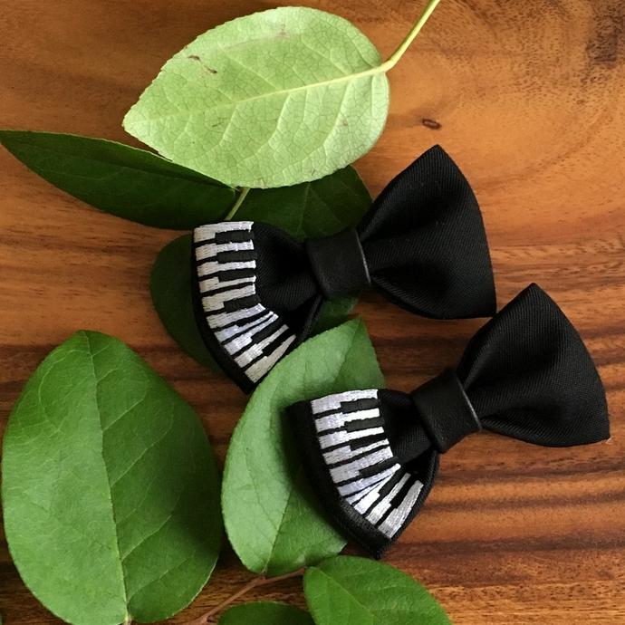 刺繍の蝶ネクタイ/ピアノ2個