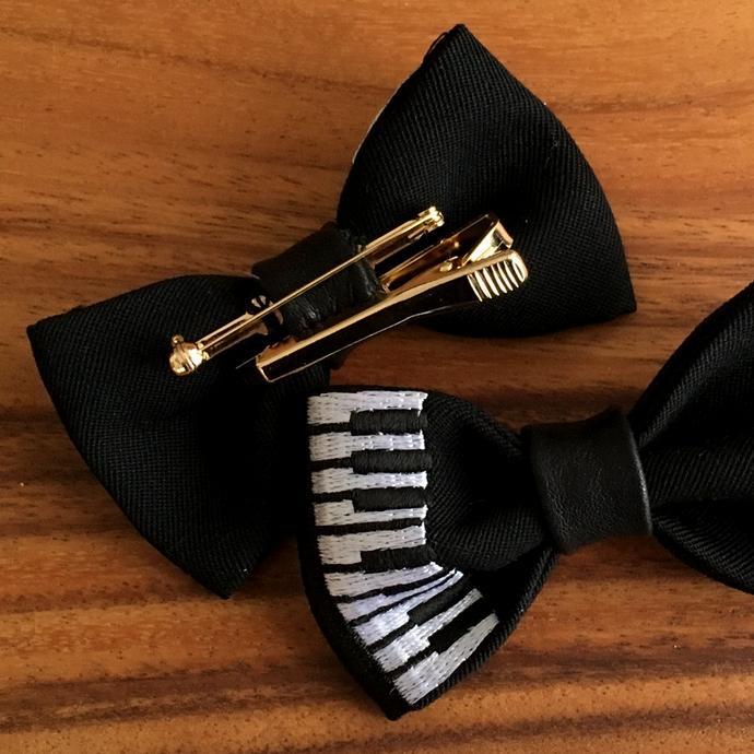 刺繍の蝶ネクタイ/ピアノ背面加工