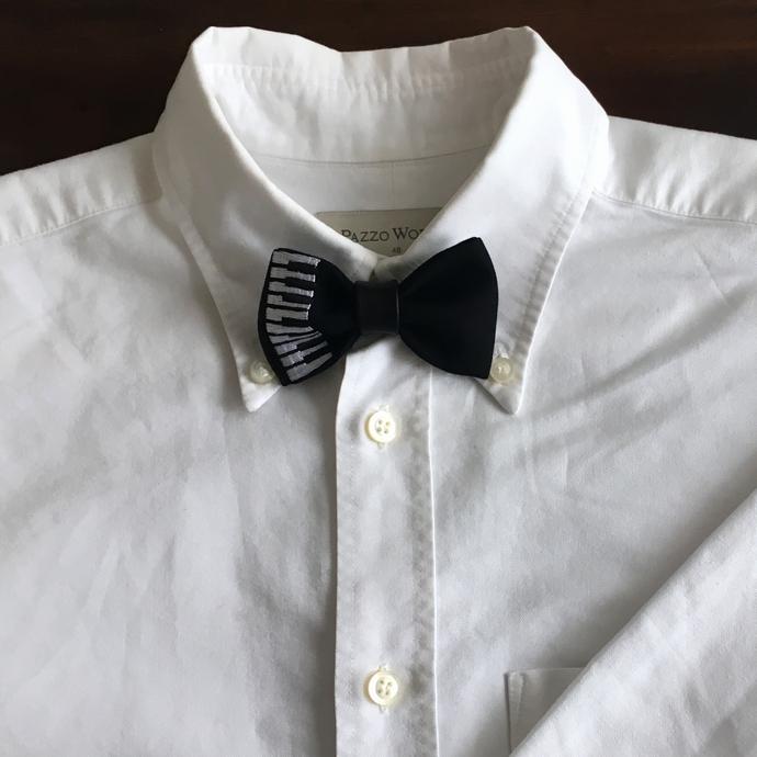 刺繍の蝶ネクタイ/ピアノシャツへ