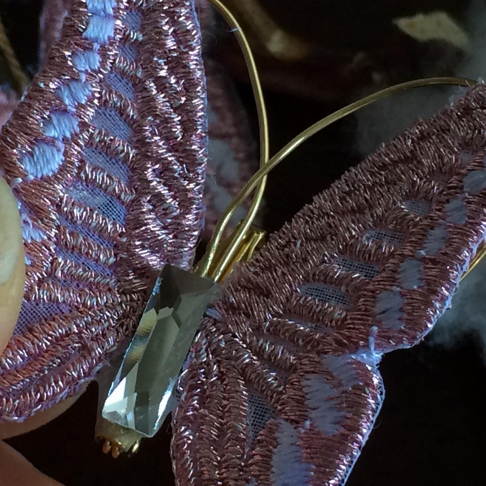 蝶々刺繍ブローチ/ハンドとコットン超アップPink