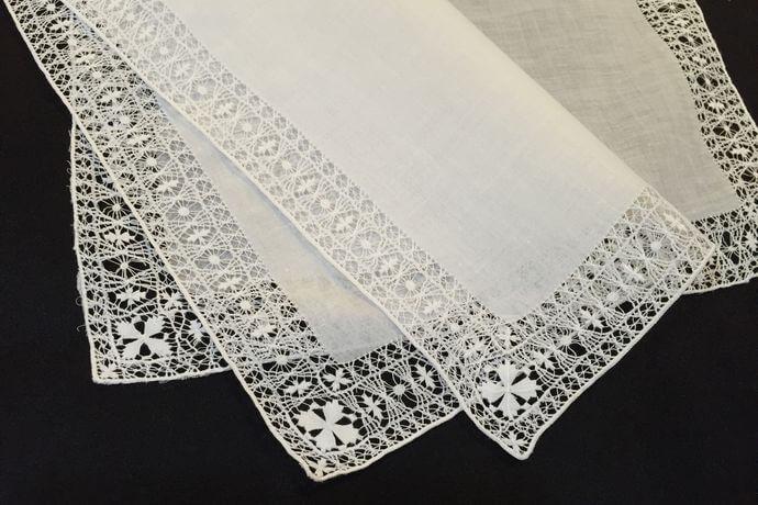 Buranoハンドワーク刺繡ハンカチーフ:クロスフラワー全体2枚