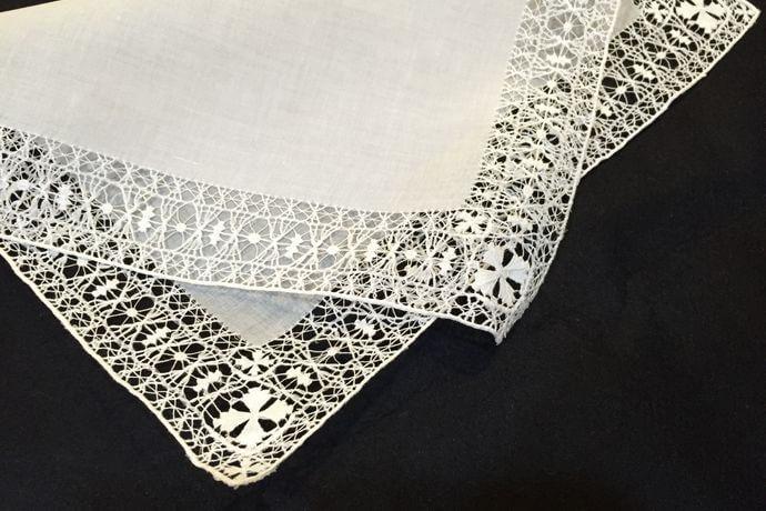 Buranoハンドワーク刺繡ハンカチーフ:クロスフラワー表