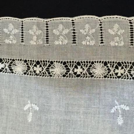 Buranoハンドワーク刺繡ハンカチーフ:スリットスクエアサイド