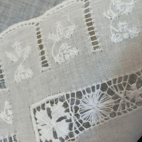 Buranoハンドワーク刺繡ハンカチーフ:スリットスクエア背面