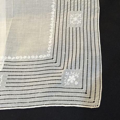 Buranoハンドワーク刺繡ハンカチーフ:スクエアカット角