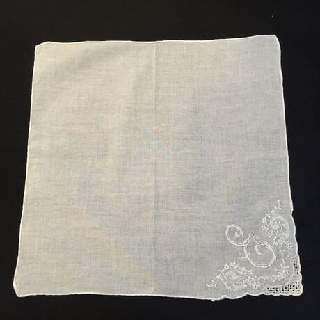 Buranoハンドワーク刺繡ハンカチーフ:イニシャル E正方形EE