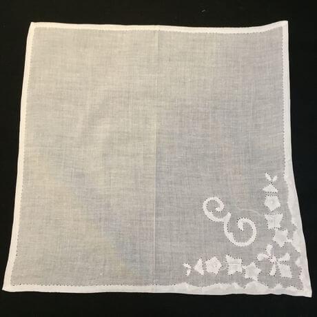 Buranoハンドワーク刺繡ハンカチーフ:イニシャル E正方形