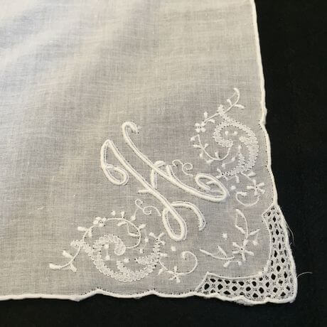 Buranoハンドワーク刺繡ハンカチーフ:イニシャル Hアップ