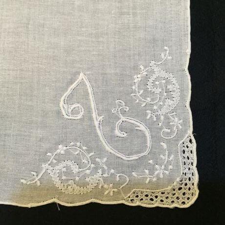 Buranoハンドワーク刺繡ハンカチーフ:イニシャル Lアップ