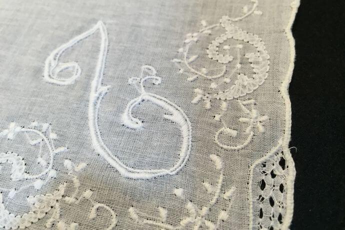 Buranoハンドワーク刺繡ハンカチーフ:イニシャル L