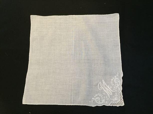 Buranoハンドワーク刺繡ハンカチーフ:イニシャル M正方形