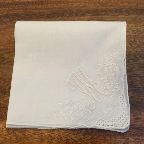 Buranoハンドワーク刺繡ハンカチーフ:イニシャル Mx460