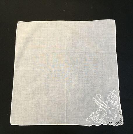 Buranoハンドワーク刺繡ハンカチーフ:イニシャル N正方形