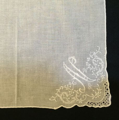 Buranoハンドワーク刺繡ハンカチーフ:イニシャル Nアップ