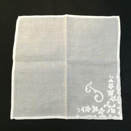 Buranoハンドワーク刺繡ハンカチーフ:イニシャル T正方形