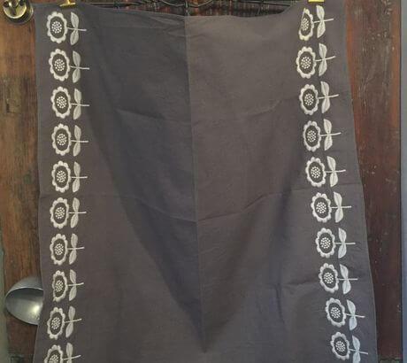 デイジーフラワー刺繡ハンカチーフINDIAグレー