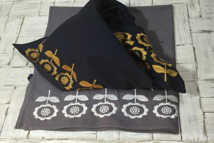 デイジーフラワー刺繡ハンカチーフINDIA2色
