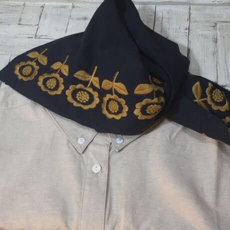 デイジーフラワー刺繡ハンカチーフINDIAシャツへ
