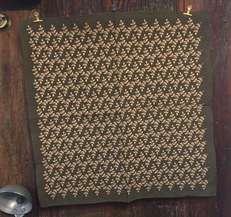 リーフフラワー刺繡ハンカチーフINDIAKhaki