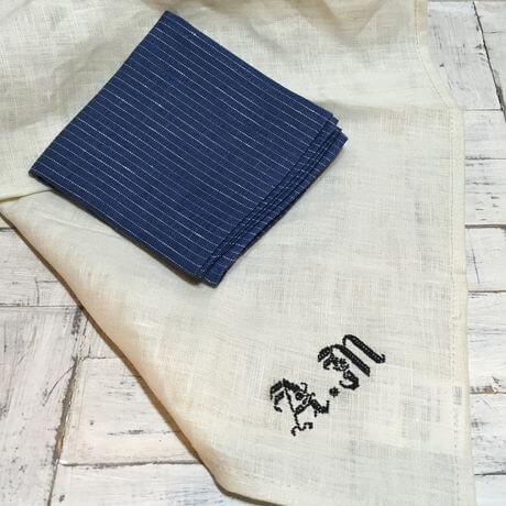 リネンハンカチ:黒糸イニシャルクロスステッチ刺繡ハンドstripenavyハンカチ