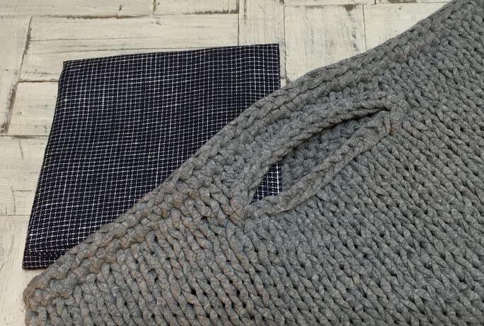 リネンハンカチ:赤糸イニシャルクロスステッチ刺繡バック