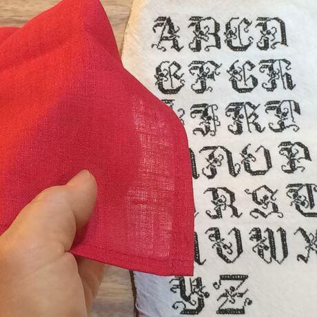 リネンハンカチ:黒糸イニシャルクロスステッチ刺繡ハンドRed