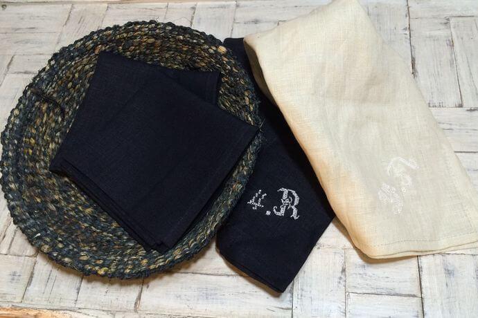 リネンハンカチ:白糸イニシャル刺繡black