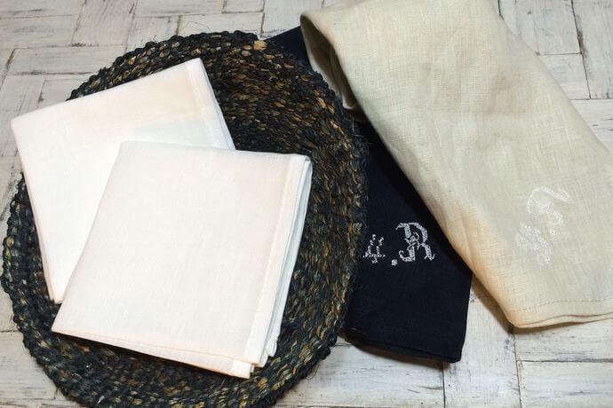 リネンハンカチ:白糸イニシャル刺繡WH