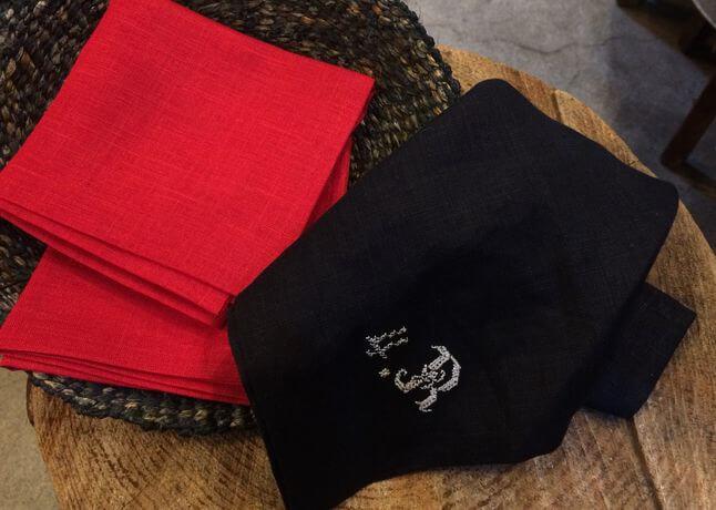 リネンハンカチ:白糸イニシャル刺繡redカゴ