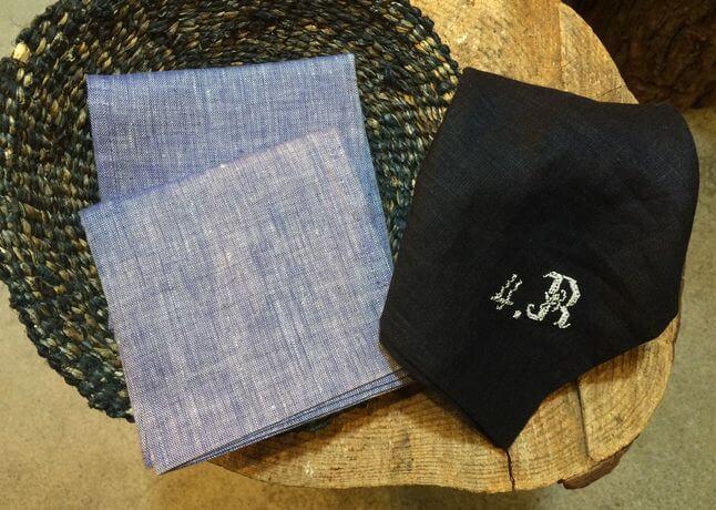 リネンハンカチ:白糸イニシャル刺繡lightタンガリーカゴ