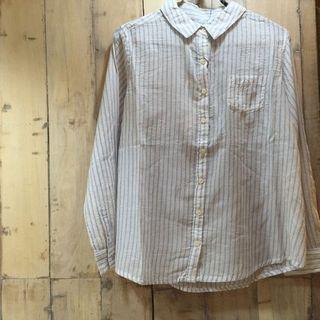 刺繍ステッカーを貼り付けるシャツ