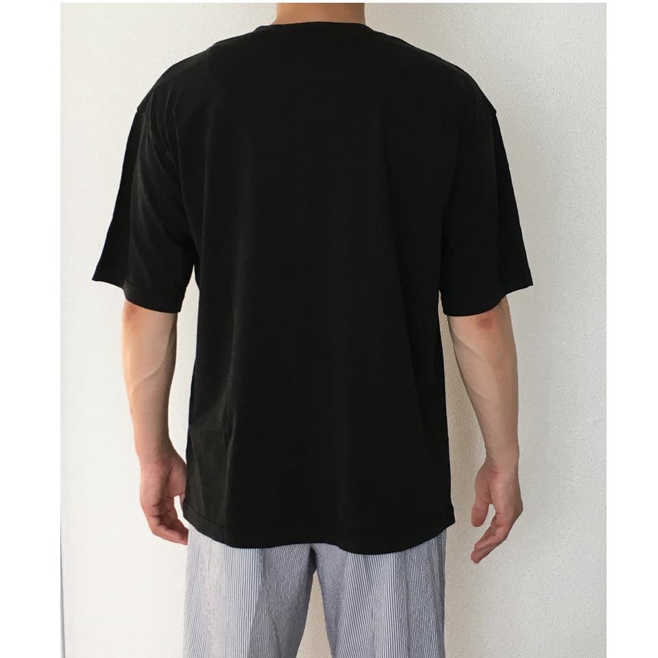 のぞくアライグマ刺繍Tシャツ着用バックスタイル